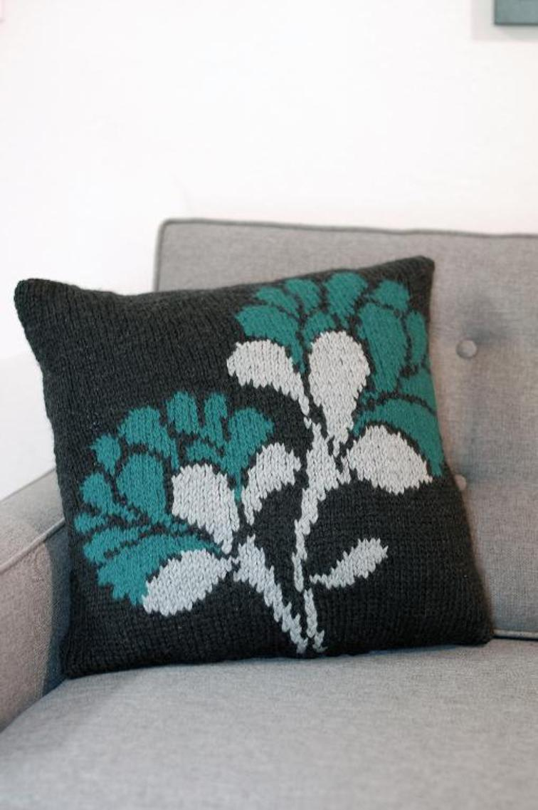 Knitting Pattern Round Cushion Cover : 6 Favorite Pillow Cover Knitting Patterns Knitting Women